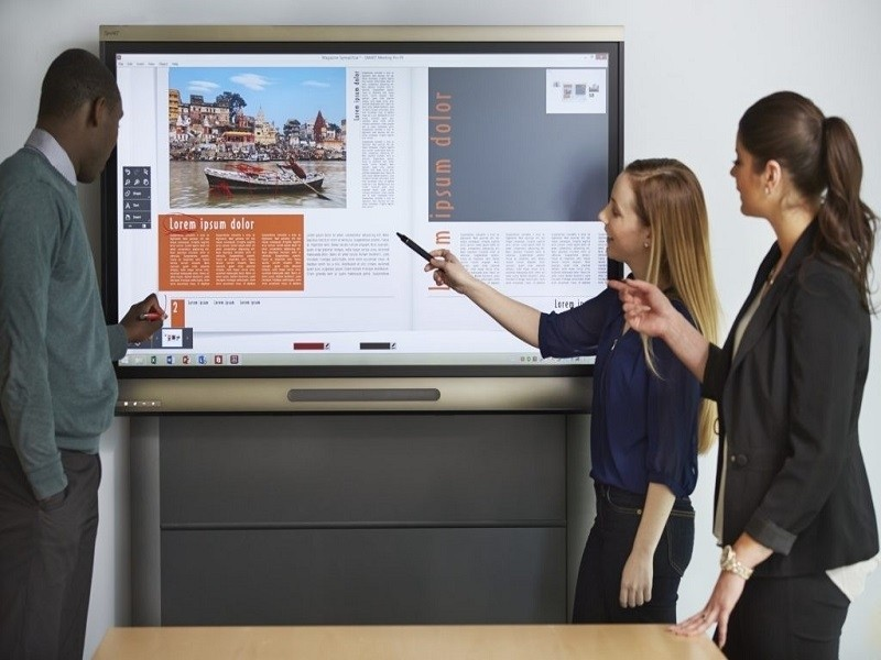 tips-to-use-interactive-flat-panel-display-in-school-office-1024x680