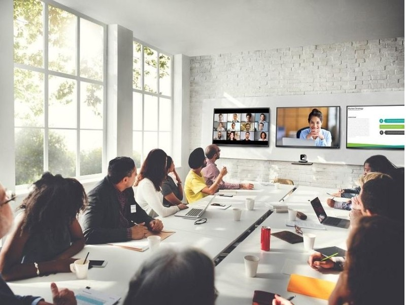 video-conferencing-vs-face-to-face-meeting