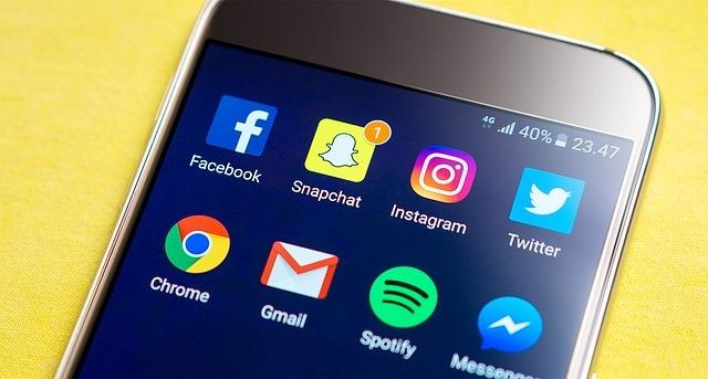 social-media-at-office